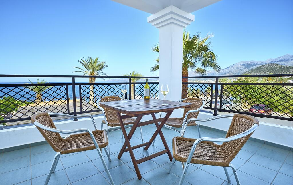 maistrali-apartments-sea-view-room-balcony